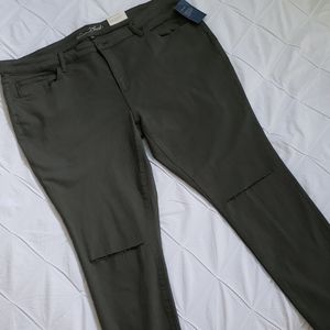 NWT-Univeral Thread Jeggings